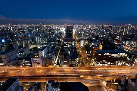 高級ホテルからの大阪のきれいな夜景